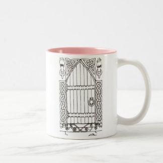 Taza gótica de la puerta (negra y blanco)