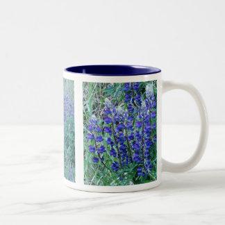 Taza grande de los Wildflowers del altramuz de la