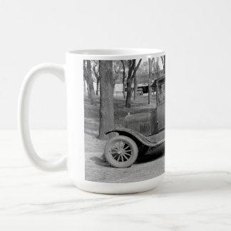 Taza grande del coche antiguo
