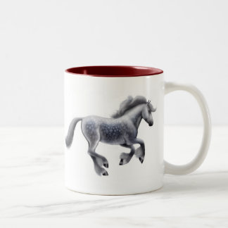 Taza gris Dappled galopante del caballo
