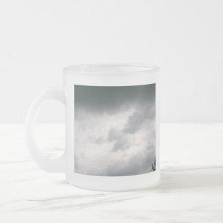 Taza gris de las nubes