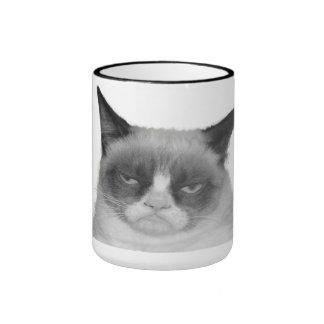 Taza gruñona del gato ningún texto