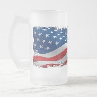 Taza hecha andrajos del vidrio de la bandera ameri