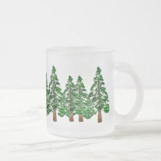 Taza helada árboles de hoja perenne