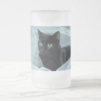 Taza helada del gato negro