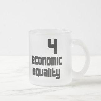 Taza helada igualdad económica 4