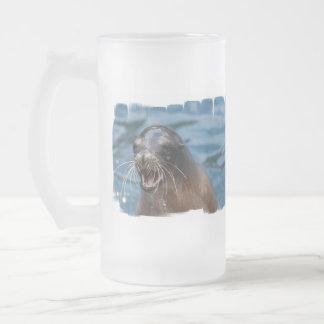Taza helada león marino enojado