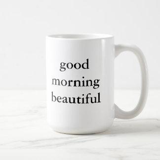 Taza hermosa de la buena mañana
