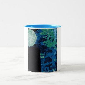 Taza iluminada por la luna del arte abstracto