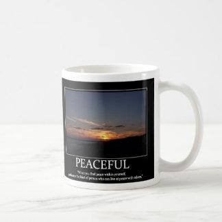 Taza inspirada de motivación pacífica