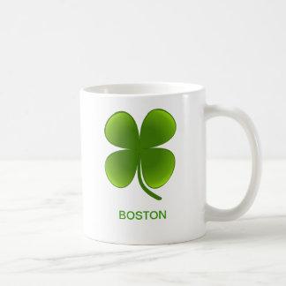 Taza irlandesa del trébol de Boston