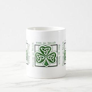 Taza irlandesa del trébol del día de St Patrick
