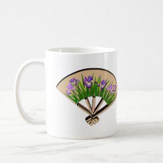 Taza japonesa del diseño de la fan del iris