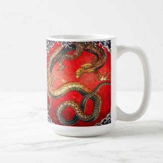 Taza japonesa del dragón del oro de Hokusai