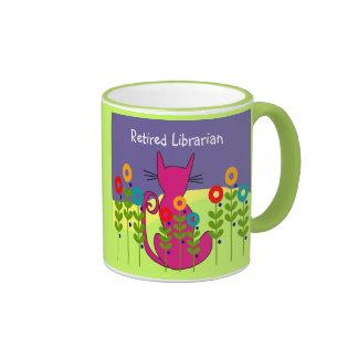 Taza jubilada del gato del bibliotecario