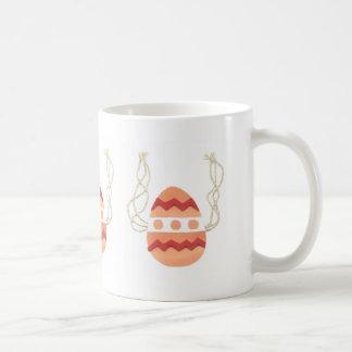 Taza juguetona del huevo de Pascua