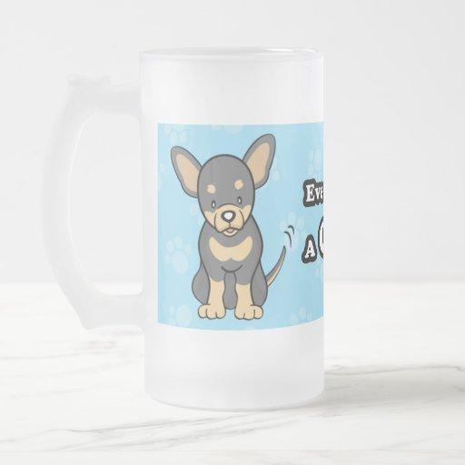Taza linda de la chihuahua del dibujo animado