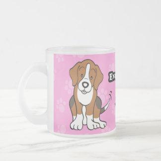 Taza linda del beagle del perro del dibujo animado