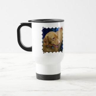 Taza linda del viaje del perro de Vizsla