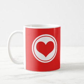 Taza lisa del corazón roja