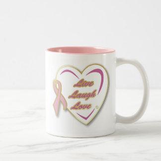 Taza LiveLaughLove del cáncer de pecho con la cint