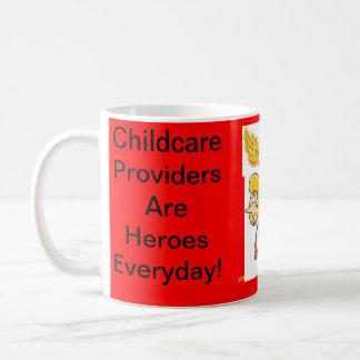 Taza. Los proveedores del cuidado de niños son hér Taza Básica Blanca