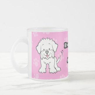 Taza maltesa del perro lindo del dibujo animado
