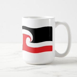 Taza maorí de la bandera de la gente