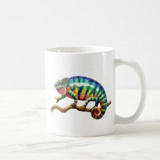 Taza masculina del camaleón de la pantera
