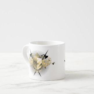Taza medieval del café express del escudo taza espresso