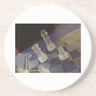 Taza metálica del ajedrez, partido del práctico de posavasos manualidades