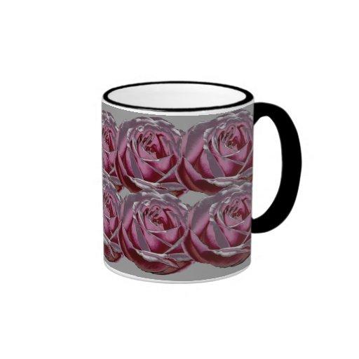Taza metálica rosada de los rosas
