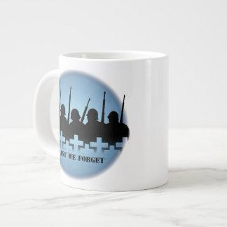 Taza militar del tributo de la taza enorme a fin d taza grande