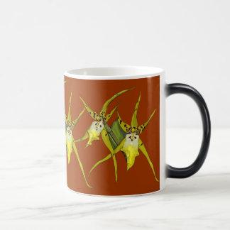 Taza Morphing amarilla de la orquídea