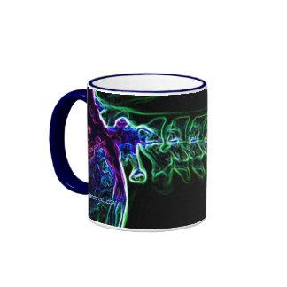 Taza multicolora de la radiografía de la C-espina