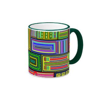Taza multicolora de los cuadrados y de los rectáng