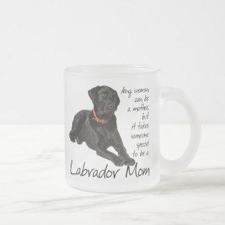 Taza negra de la mamá del laboratorio