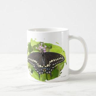 Taza negra masculina de la mariposa de Swallowtail