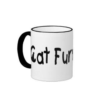 Taza negra y blanca de los muebles del gato