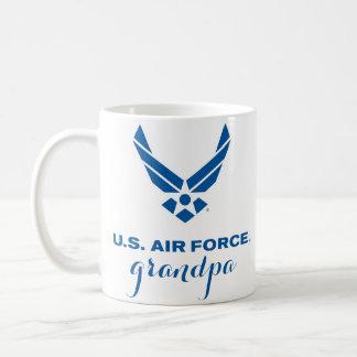 Taza orgullosa del abuelo de la fuerza aérea de