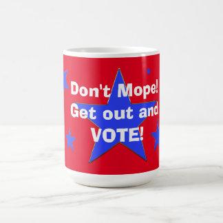 ¡Taza patriótica de la elección - no hace la Taza