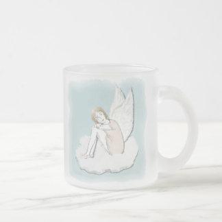 Taza pensativa del ángel