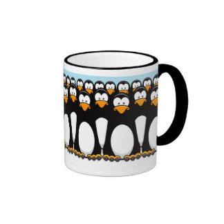 Taza pensativa del ejército del pingüino