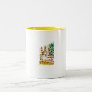 Taza-Pequeño ratón que aprecia el día Taza De Café De Dos Colores