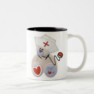 Taza personalizada del oso de peluche de la enferm