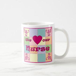 Taza personalizada del remiendo de la enfermera (r