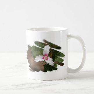 Taza pintada del wildflower del Trillium