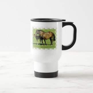 Taza plástica del viaje de la yegua y del potro