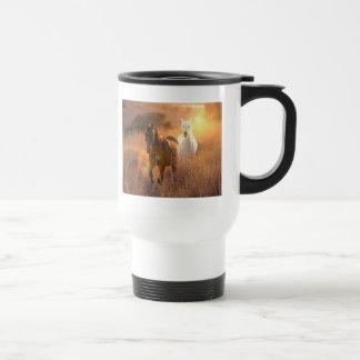 Taza plástica galopante del viaje de los caballos