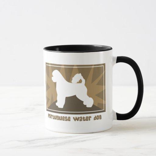Taza portuguesa terrosa del perro de agua
